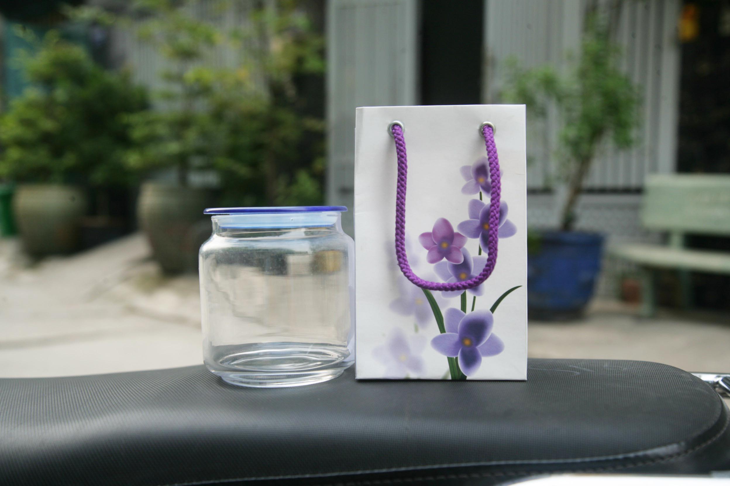 in túi nhựa hoa tím thẩn thơ