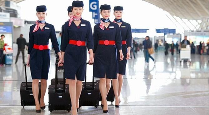 sự tin tin và tự hào của những bạn tiếp viên hàng không trong bộ đồng phục