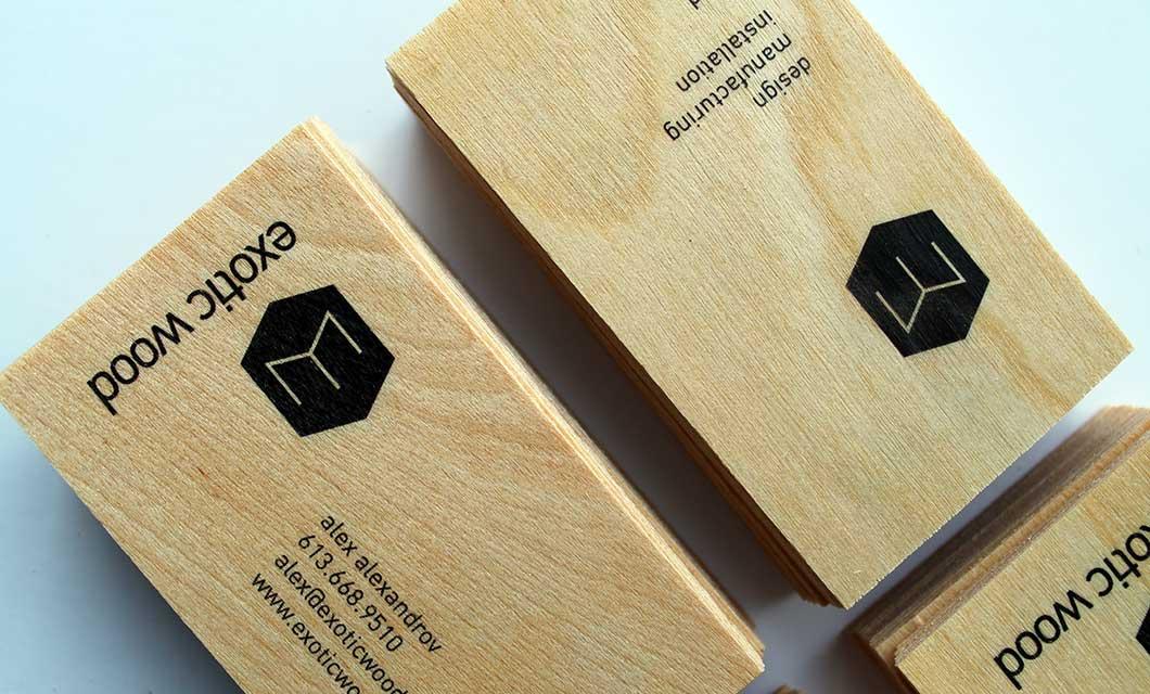 In danh thiếp bằng chất liệu gỗ