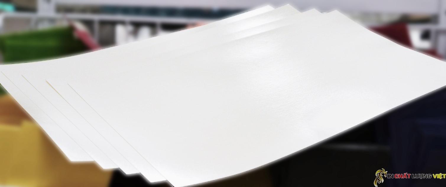 Giấy couche là loại giấy thông dụng trong lĩnh vực in ấn với chất lượng tốt và giá rẻ
