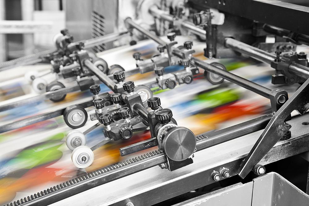 In offset là kỹ thuật in sử dụng các tấm cao su (tấm offset) thấm mực in để ép lên giấy in. In offset thường thích hợp với việc in lên giấy dưới nhiều hình thức như in name card, in brochure, in tờ rơi, in catalogue… với số lượng nhiều.