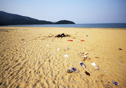 rác thải ở bờ biển đà nẵng